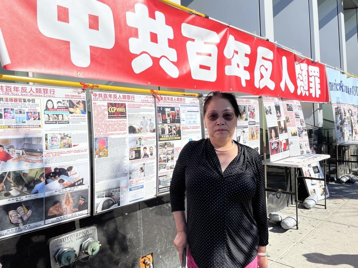 流亡美國的民運人士陳立群說,每逢佳節倍思親,但是中國大地紅魔當道,阻隔遊子回家路,過中國的節日對她來說是一種折磨。(林丹/大紀元)