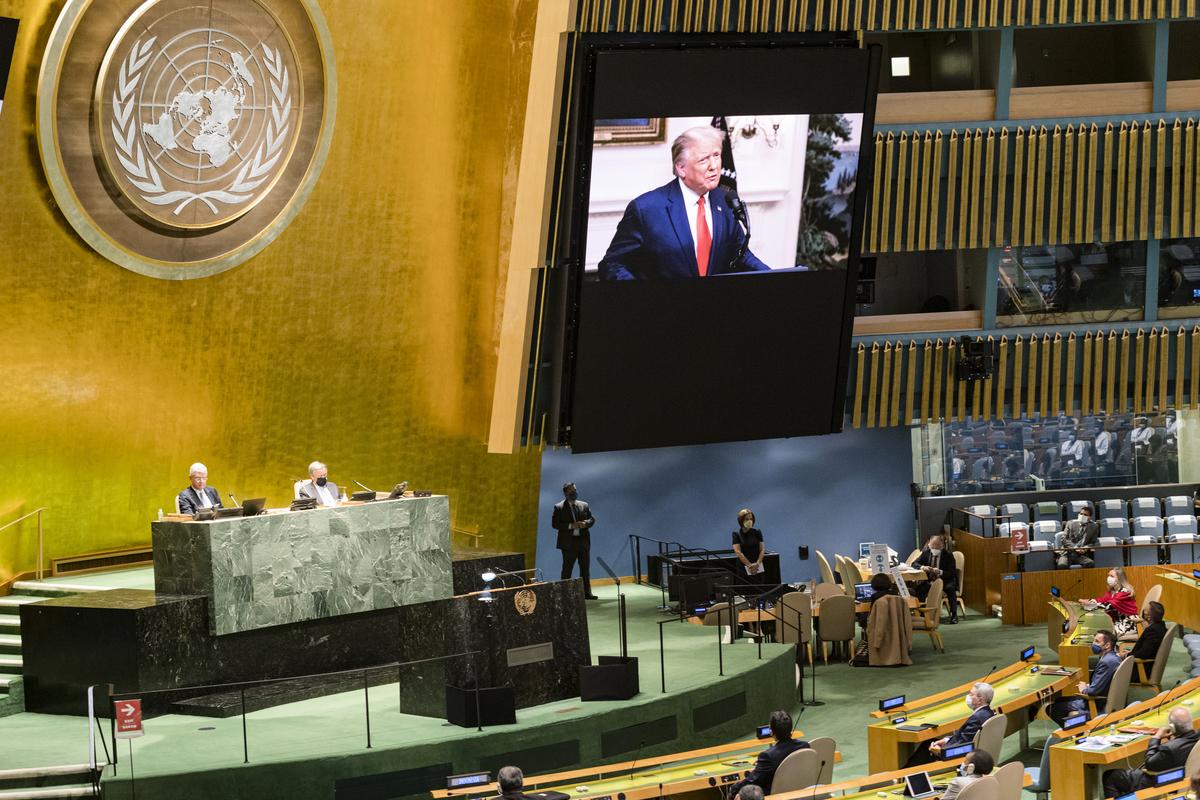 美國總統特朗普周二(9月22日)以影片方式參加了聯合國成立75周年大會,作為第二個發言的國家元首,他直接對聯合國和中共提出嚴厲告誡。 (Photo by Rick BAJORNAS / UNITED NATIONS / AFP)