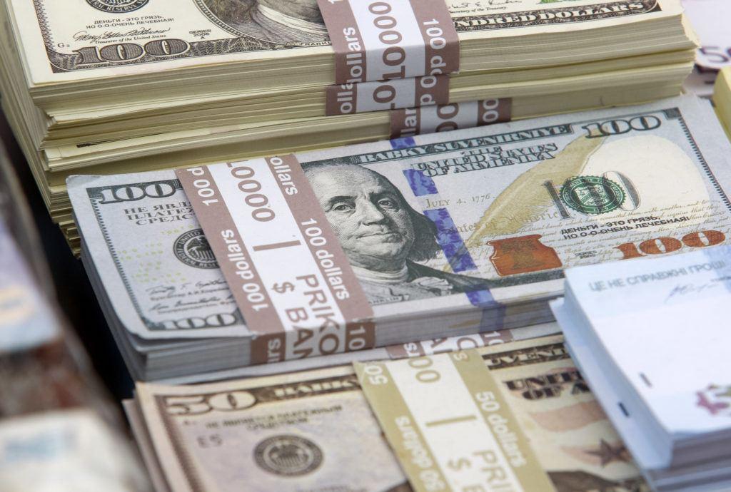 一名來自新墨西哥州的美國青年在ATM旁發現一筆巨款,他馬上報了警。(Gettyimages)