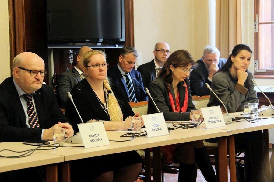捷克參議院聽證會 呼籲中共停止迫害法輪功
