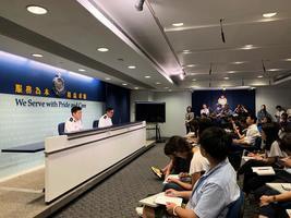 記者會上被問是否用過期催淚彈 港警拒回應
