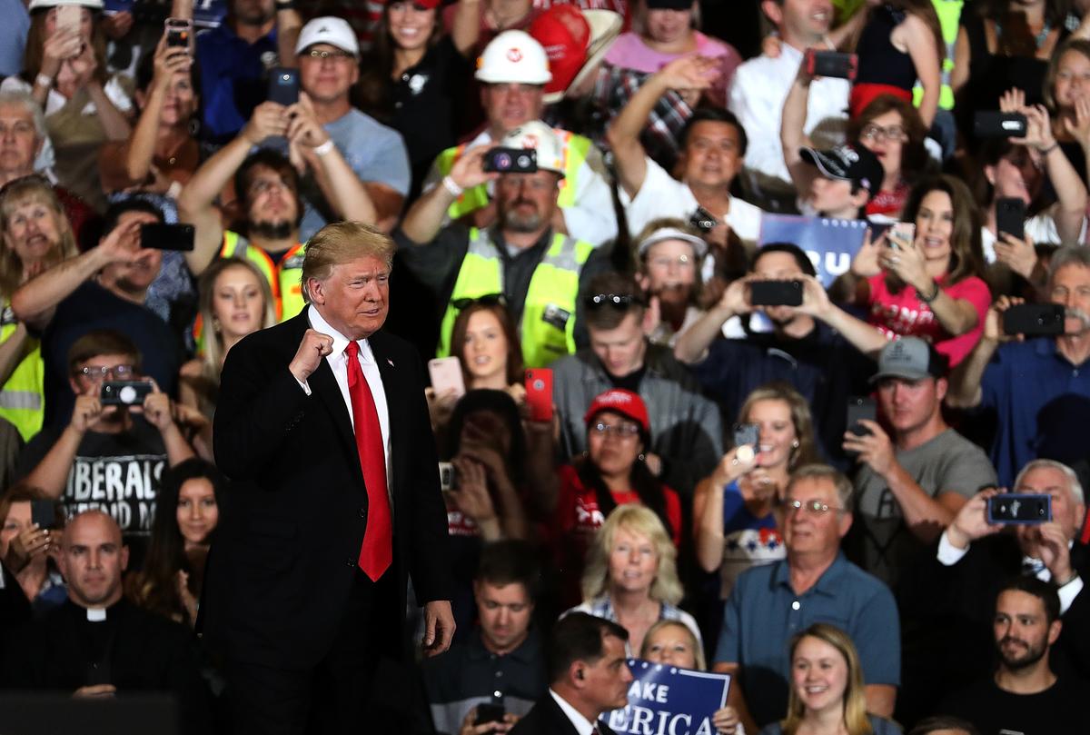美國總統特朗普周三(9月12日)簽署了一項行政令,將對任何干預美國選舉的外國機構、公司或個人實施制裁。(Justin Sullivan/Getty Images)