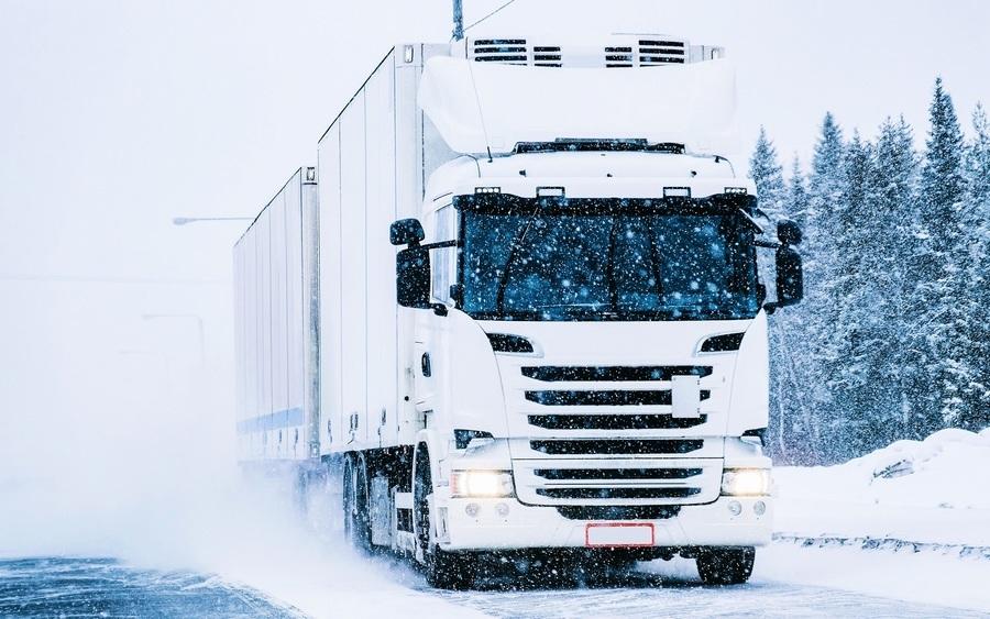 大雪中助推卡車上坡 她獲讚英國「女超人」