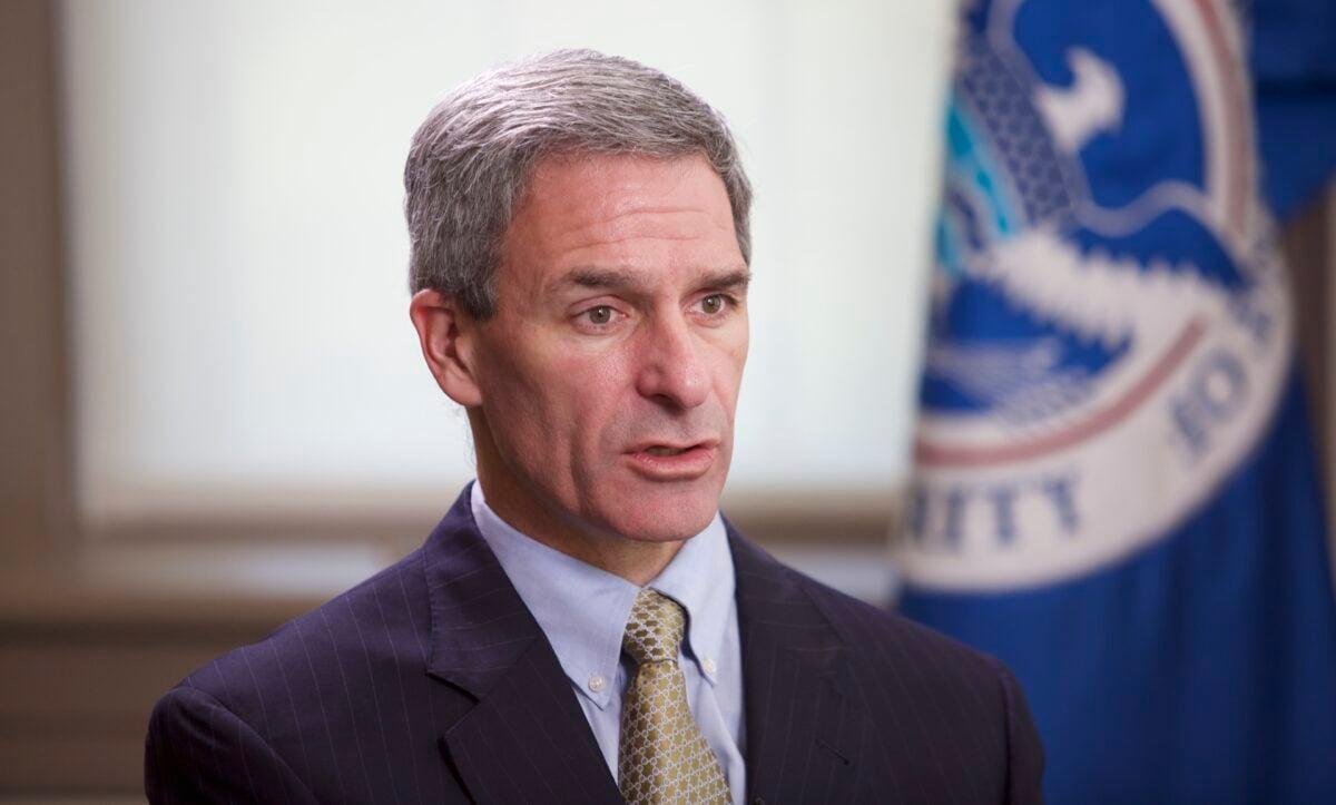 2020年8月18日,時任國土安全部代理副部長肯·庫奇內利(Ken Cuccinelli)在華盛頓接受採訪。(Brendon Fallon/The Epoch Times)