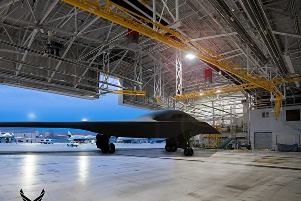 B-21將被視為有史以來最大的隱身平台。明年某個時候,這款新型轟炸機將從美國加州愛德華茲空軍基地的美國空軍測試中心升空。((Courtesy graphic by Northrop Grumman,取自美國空軍官網)