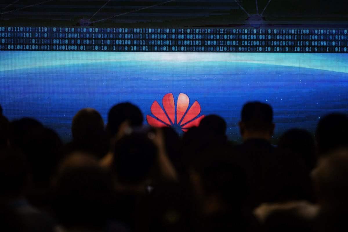 美國商務部宣佈將華為公司及其70家子公司納入出口管制「實體名單」(Entity Lis)。此舉將嚴重打擊華為的營運。(FRED DUFOUR/AFP/Getty Images)
