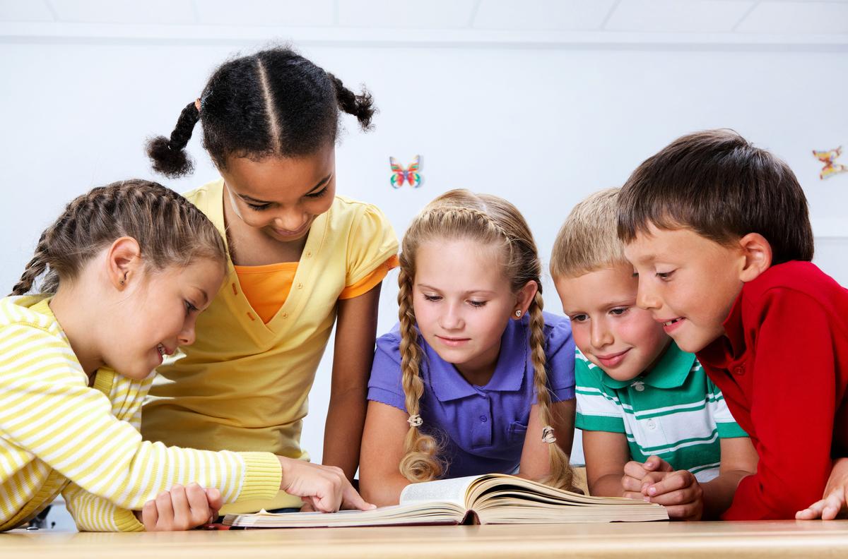 學習閱讀是孩子們發展思想、了解世界、成為快樂和全面發展的人的第一步。(shutterstock)