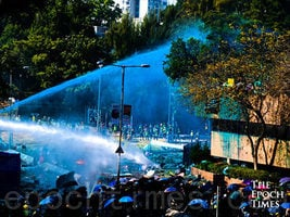 王友群:香港越到最困難時刻越有希望