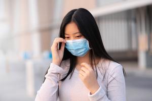研究:戴口罩且隔4呎 難阻中共病毒傳播