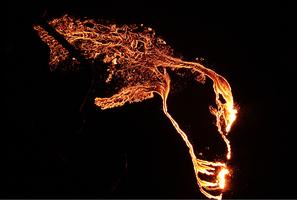 【即時】沉睡六千年冰島火山噴發 照亮夜空(多圖有片)