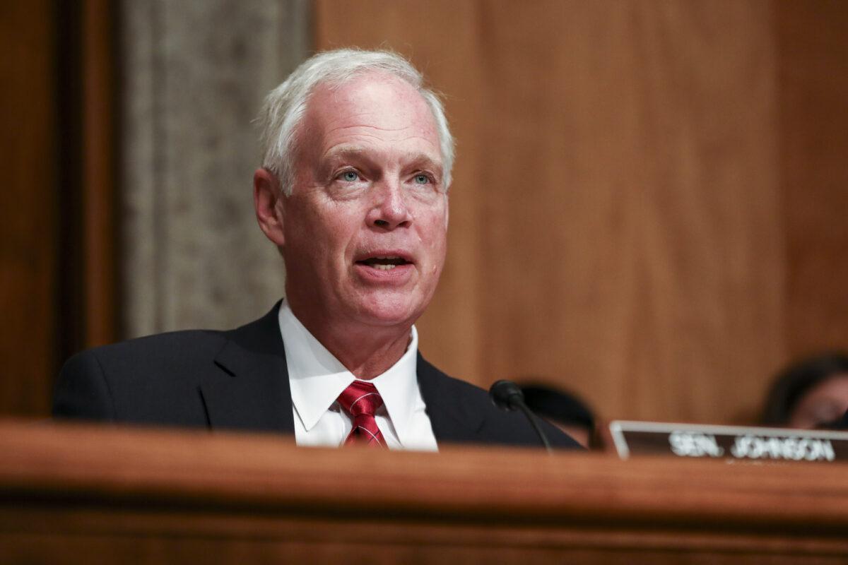 2019年7月30日,美國威斯康星共和黨參議員羅恩·約翰遜(Ron Johnson)在華盛頓舉行的參議院國土安全委員會(Senate Homeland Security Committee)會議上。(Charlotte Cuthbertson/The Epoch Times)