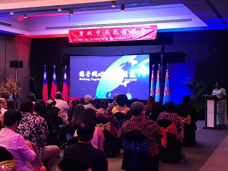 國慶酒會遭中共鬧場 台獲友邦大使與記者聲援