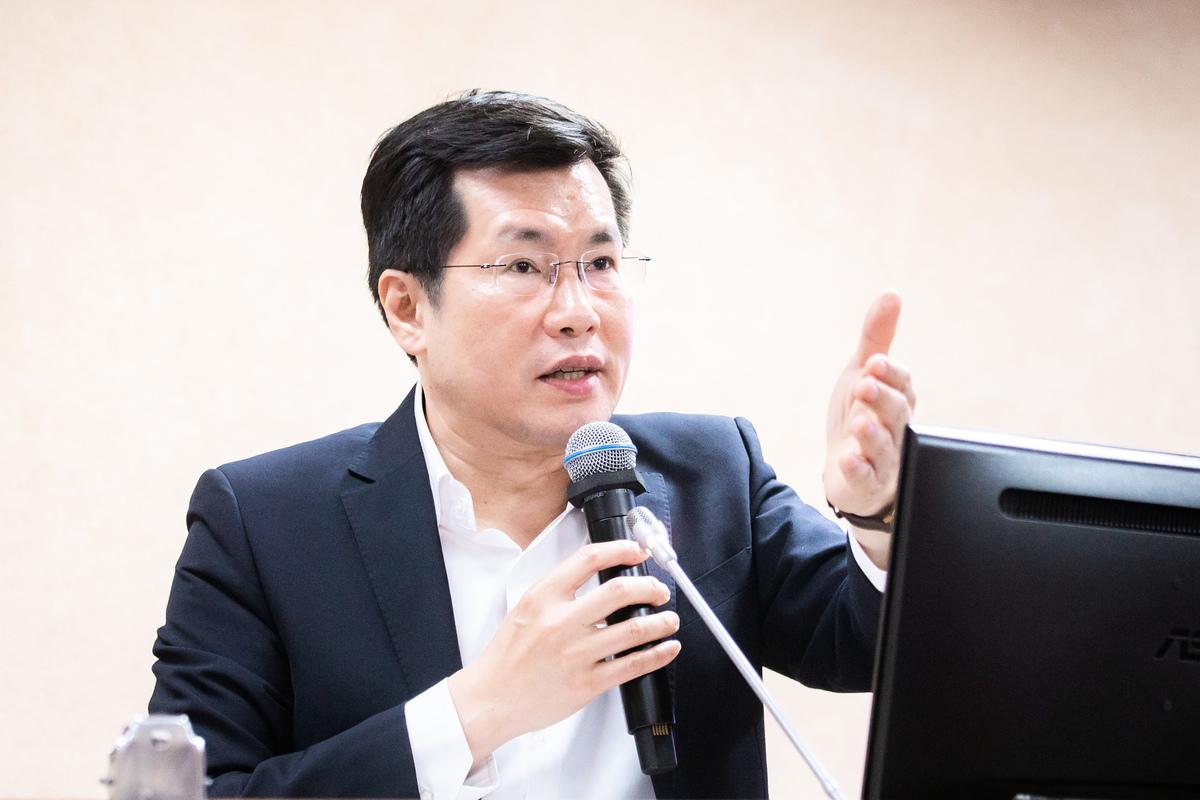 台灣外交部表示中共近期都是透過外圍組織打壓台灣,而不是透過官方施壓,這種做法更加細膩且有力。民進黨立委羅致政(圖)建議,外交部應更積極提供說帖和協助。圖為資料照。 (陳柏州/大紀元)
