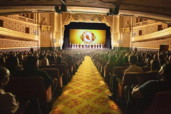 2020年1月3日晚,神韻環球藝術團在三藩市歌劇院進行了當地第五場演出。(周元融/大紀元)