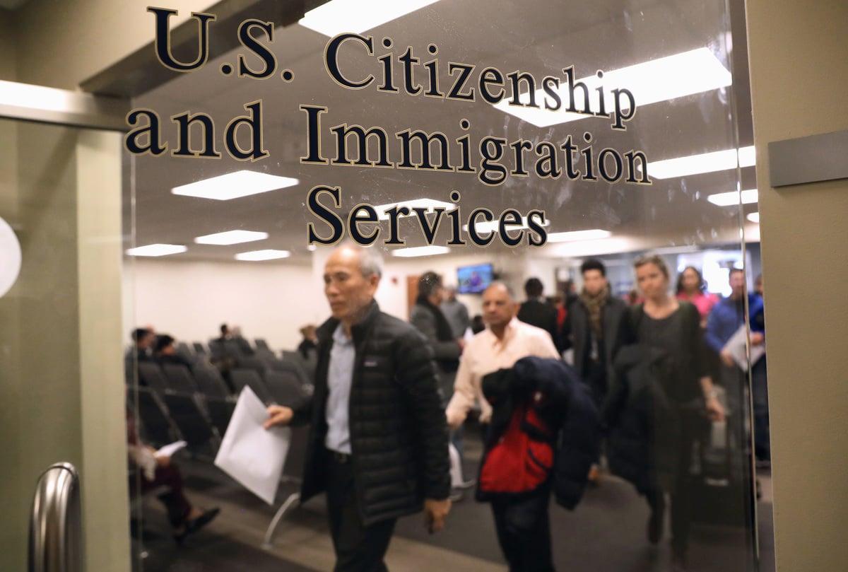 美國國務院發言人表示,把中共黨員簽證的有效期從10年縮短到一個月,多次往返減為單次往返,立即執行。(John Moore/Getty Images)
