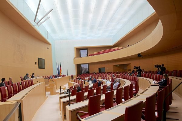 圖為2020年6月23日,德國巴伐利亞州議會就巴伐利亞是否應該資助孔子學院舉辦聽證會的會場。(黃芩/大紀元)