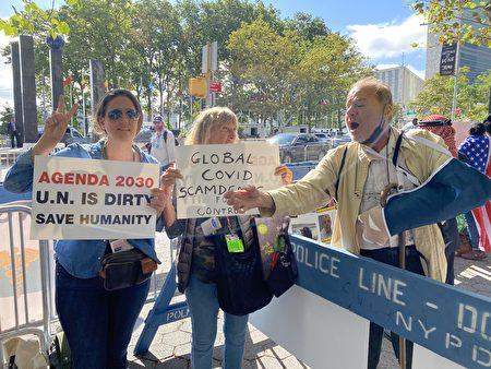 9月21日,第76屆聯合國大會在紐約市聯合國總部召開,各族裔民眾群情激憤,聲討中共在全球流行大瘟疫中的罪責。(施萍/大紀元)