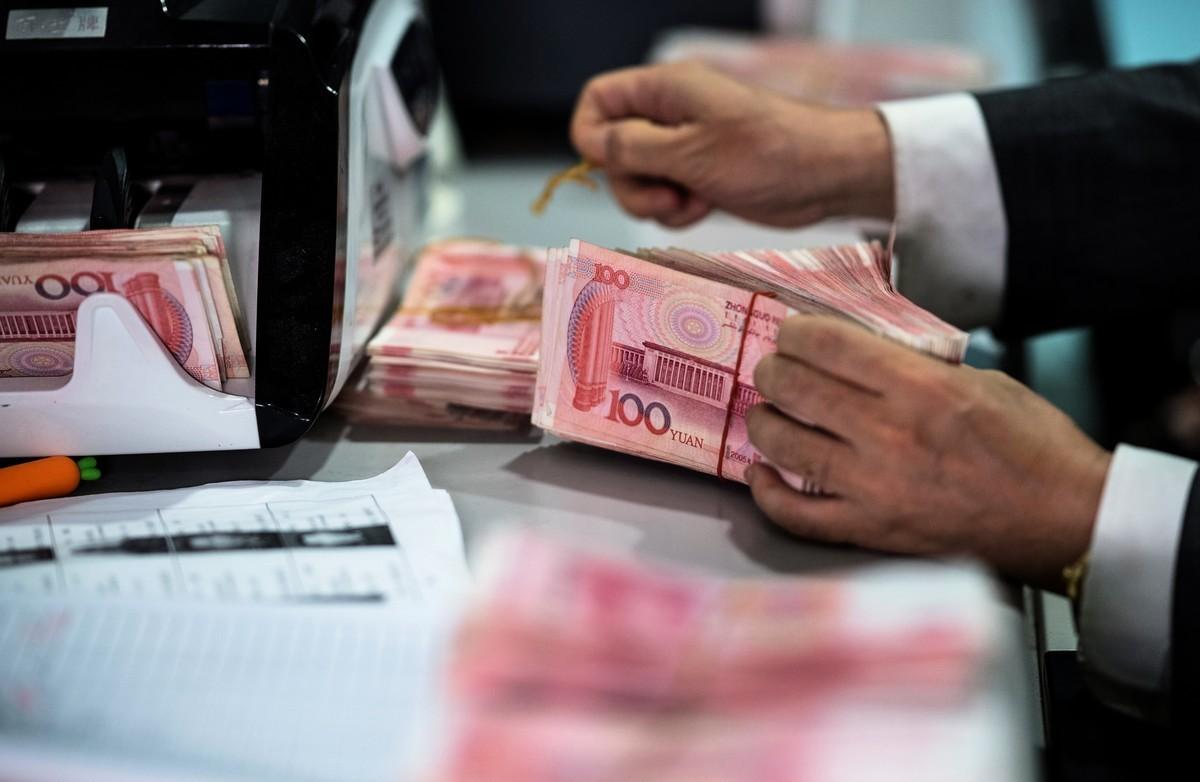 人民幣兌美元中間價、在岸價、離岸價5月17日均大跌。圖為示意照。 (AFP)