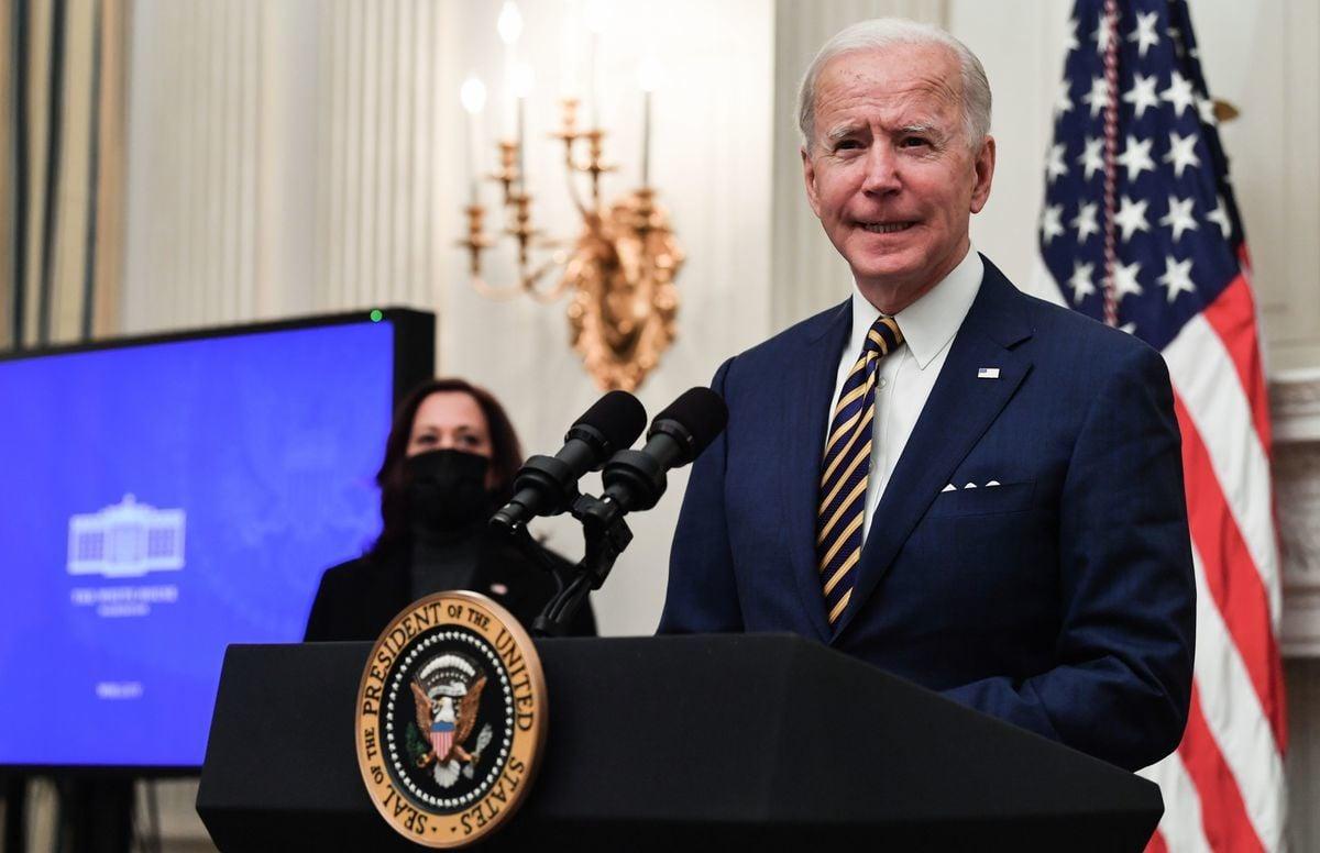 2021年1月22日,美國總統喬·拜登(Joe Biden)在位於華盛頓特區的白宮州餐廳(State Dining Room)談到Covid-19(中共病毒引發的疾病)回應。(NICHOLAS KAMM/AFP via Getty Images)