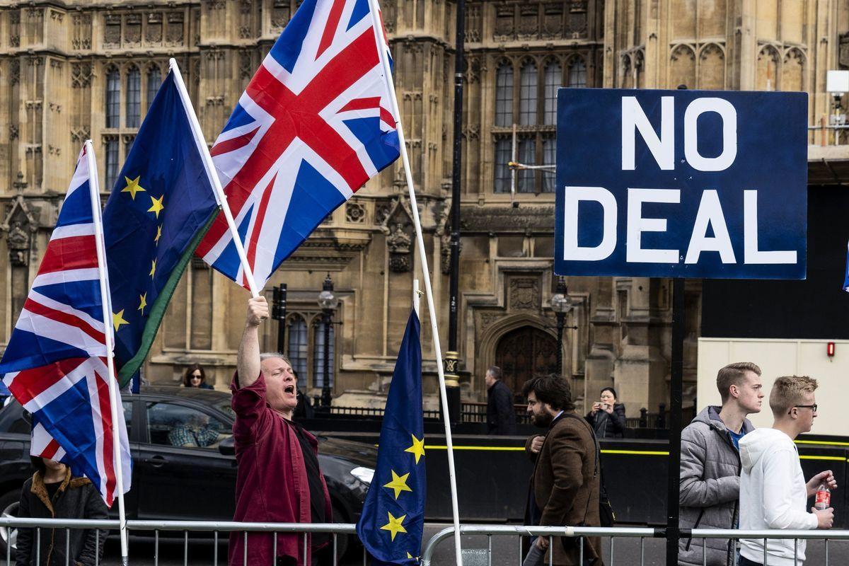 2019年3月28日,反對脫歐的民眾在英國國會大廈前抗議。(Niklas HALLE'N/AFP)