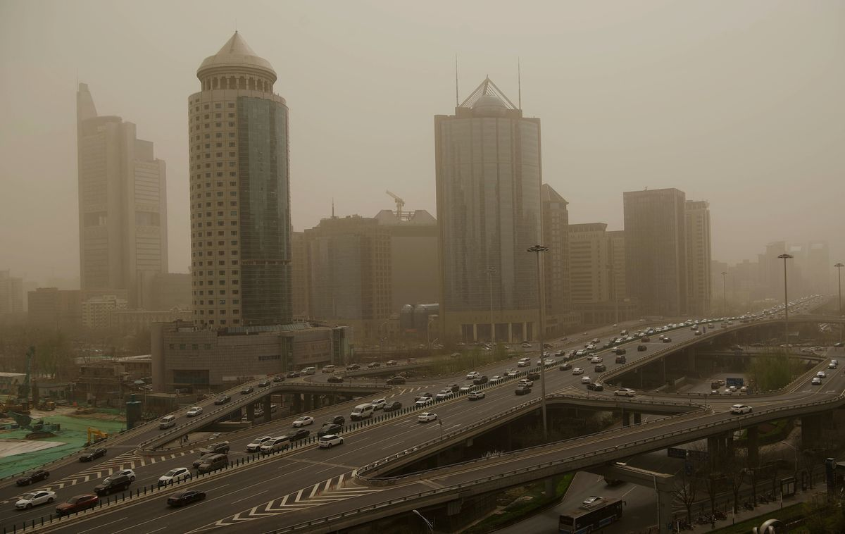 五一假期剛結束,京津冀等11省(市)再次遭遇沙塵天氣。圖為3月28日,北京出現沙塵暴。(NOEL CELIS/AFP via Getty Images)