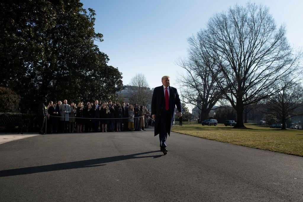2021年1月12日,特朗普總統從白宮去德州參觀邊境牆的建設工作。(Brendan Smialowski/AFP)