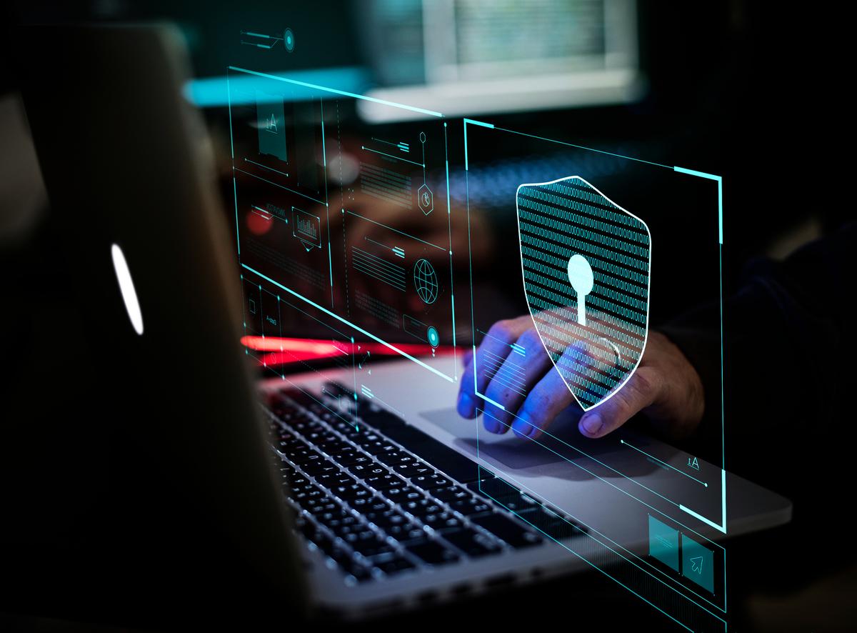 包括中、俄在內的、國家資助的網絡犯罪,每年可能給加拿大造成估計1,000億元的損失。(NICOLAS ASFOURI/AFP via Getty Images)