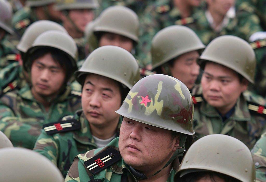 2007年4月28日,中共軍隊的預備役人員在南京市的一個體育場參加儀式。(China Photos/Getty Images)