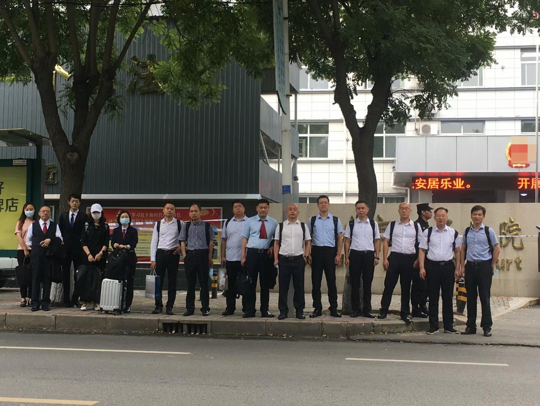 7月16日,辯護律師團隊在高碑法院前合照。(微信朋友圈)