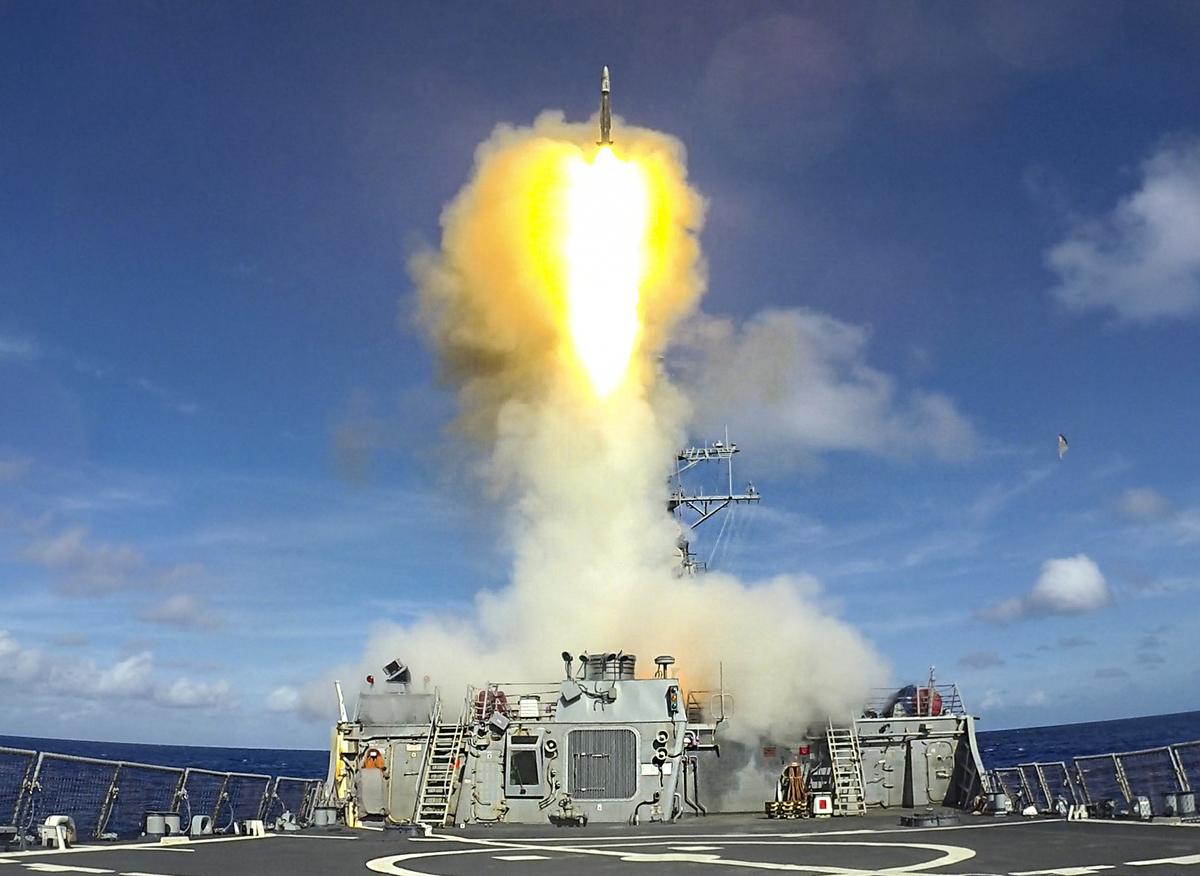 2021年7月7日,美軍的伯克級驅逐艦本福德號(DDG 65)在菲律賓海域與新加坡海軍的演習中發射了一枚標準2型導彈。7月12日,該艦駛入西沙群島海域。(美國海軍)