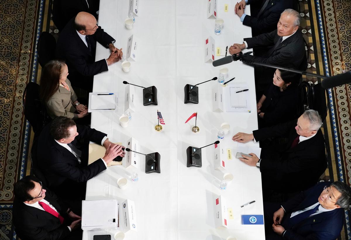 周五(2月22日),中美部長級貿易談判進入深水區,雙方針對結構改革及執法機制等兩大棘手議題,努力縮小分歧。(MANDEL NGAN/AFP)