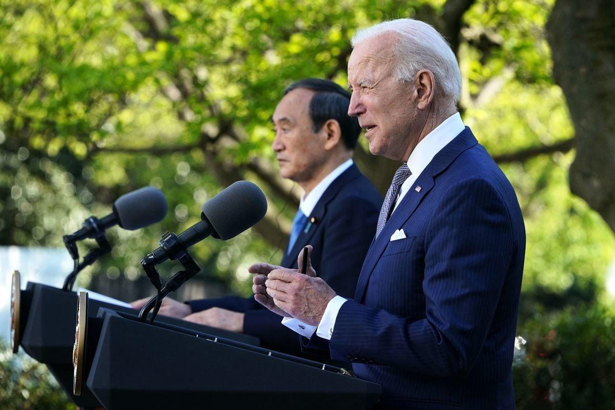 日本首相菅義偉2021年4月16日與美國總統拜登在白宮舉行會談,之後聯合舉行新聞發佈會。 (Photo by MANDEL NGAN/AFP via Getty Images)