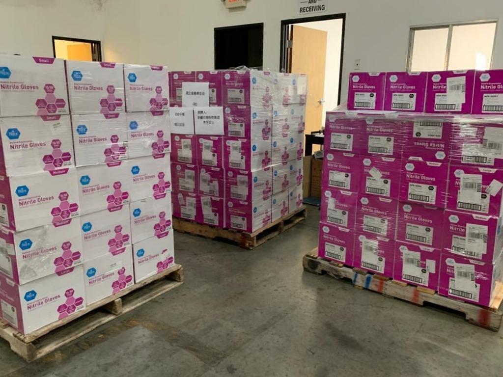 二月初,海外華人採購大量PPE捐贈回中國。(讀者提供)