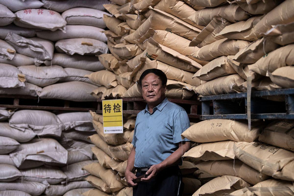 示意圖,圖為2019年9月24日,孫大午在河北的飼料倉庫裏。(NOEL CELIS/AFP via Getty Images)