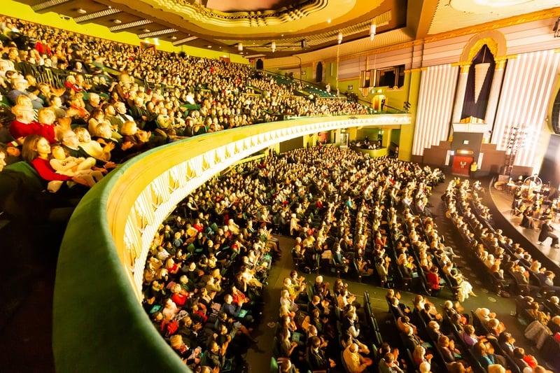 2020年1月17日,神韻國際藝術團在倫敦Eventim Apollo劇院進行了今年的首次演出,場內座無虛席。(羅元/大紀元)