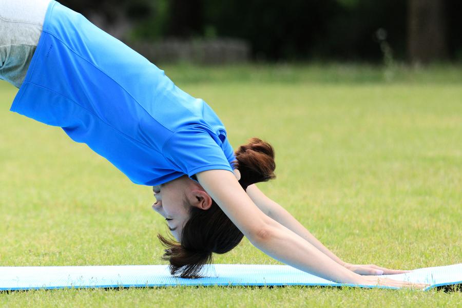 每天做1個動作 全身變柔軟 還促脂肪燃燒
