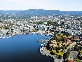 挪威解除全部防疫管制 民眾湧上街頭狂歡