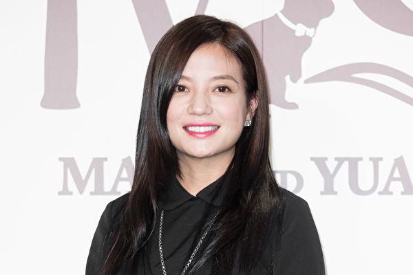 被稱作「女版巴菲特」的中國知名藝人趙薇一夜間即遭到中國全網封殺,讓外界震驚之餘,也讓公眾視線開始轉移到她和其夫黃有龍在香港所掌控的公司以及與他們有著千絲萬縷聯繫的香港富豪圈。(陳柏州/大紀元)