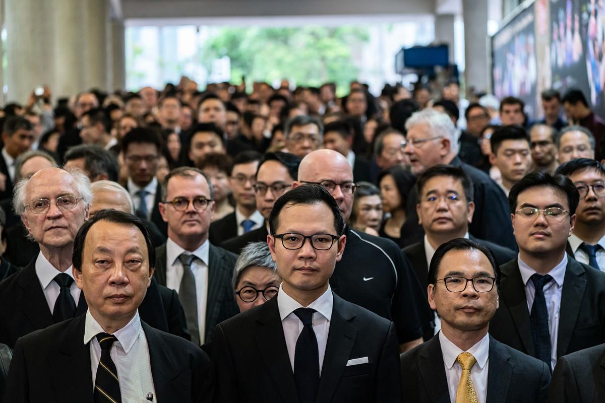 2019年6月6日,香港三千位律師界人士穿黑衣遊行反《逃犯條例》。(Anthony Kwan/Getty Images)