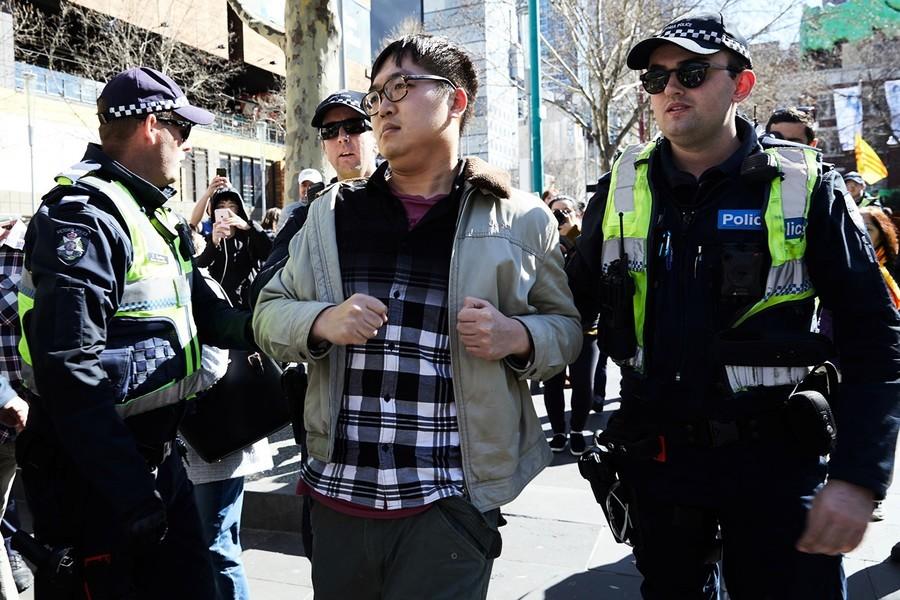 干擾反送中集會 親共華人喊FreeChina惹笑