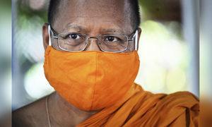中共病毒疫情下 泰國寺廟回收膠樽以製口罩和僧衣