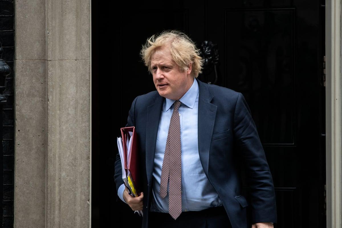 2020年6月3日在英國倫敦,首相約翰遜離開唐寧街10號,出席議會會議。(Chris J Ratcliffe/Getty Images)