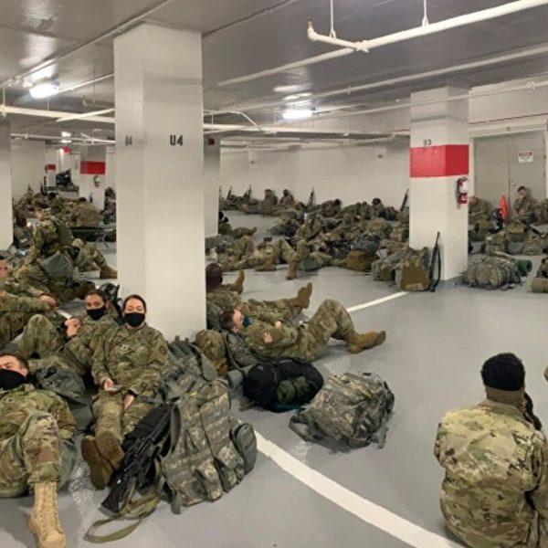 國防警衛隊士兵在瑟古德.馬歇爾司法中心(Thurgood Marshall Judicial Center)停車庫裏。一些士兵說:「我們覺得被出賣了。不可置信。」(網絡圖片)