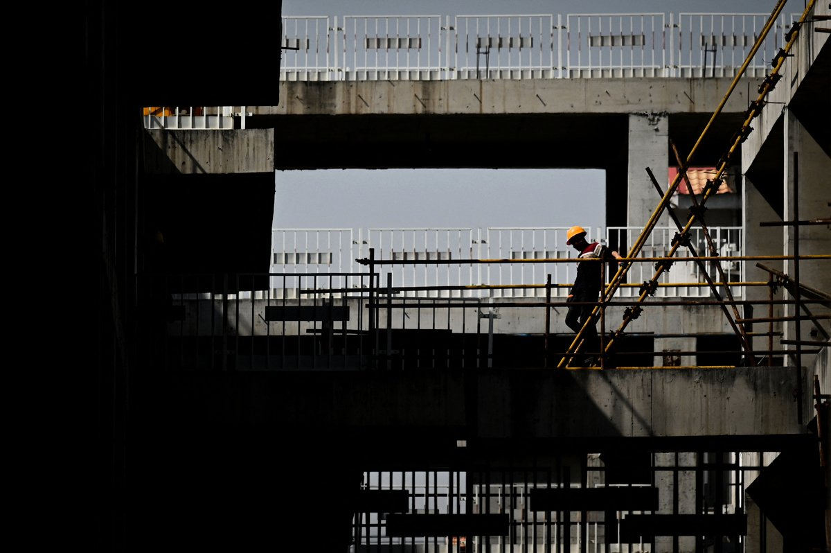 3月24日,北京再現沙塵天氣。圖為3月23日北京一處建築工地。(WANG ZHAO/AFP via Getty Images)