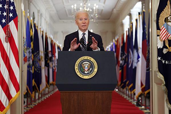 美國總統喬·拜登在白宮發表演講。(Alex Wong/Getty Images)