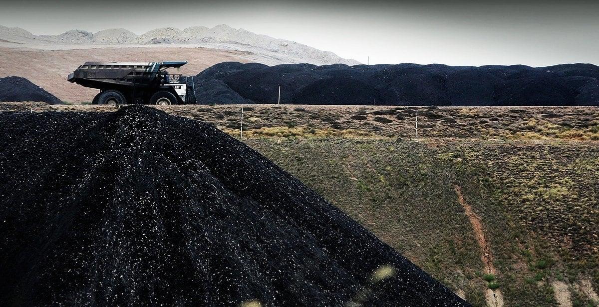 受中國對澳洲煤炭禁令的衝擊,鐵路巨頭Aurizon預測這種冷淡的關係可能會持續很長時間。圖為澳洲BHP的一家礦山。(Ian Waldie/Getty Images)