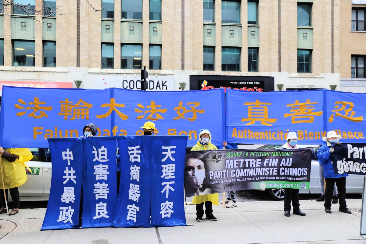 4月20日,加拿大滿地可部份法輪功學員在中領館前集會,強烈譴責中共攻擊香港真相點。(大紀元)