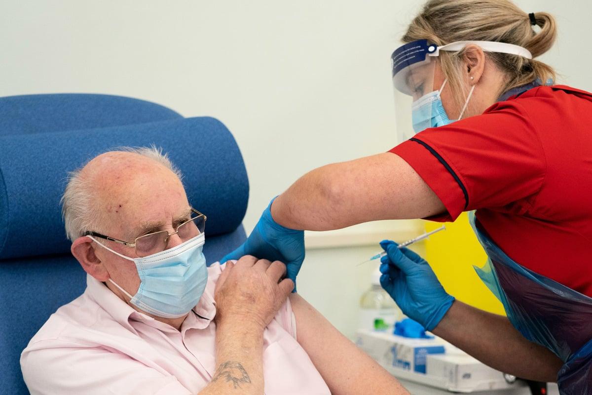 英國2020年12月8日啟動接種輝瑞中共病毒(俗稱武漢病毒、新冠病毒、COVID-19)疫苗。(Dan Charity - Pool/Getty Images)