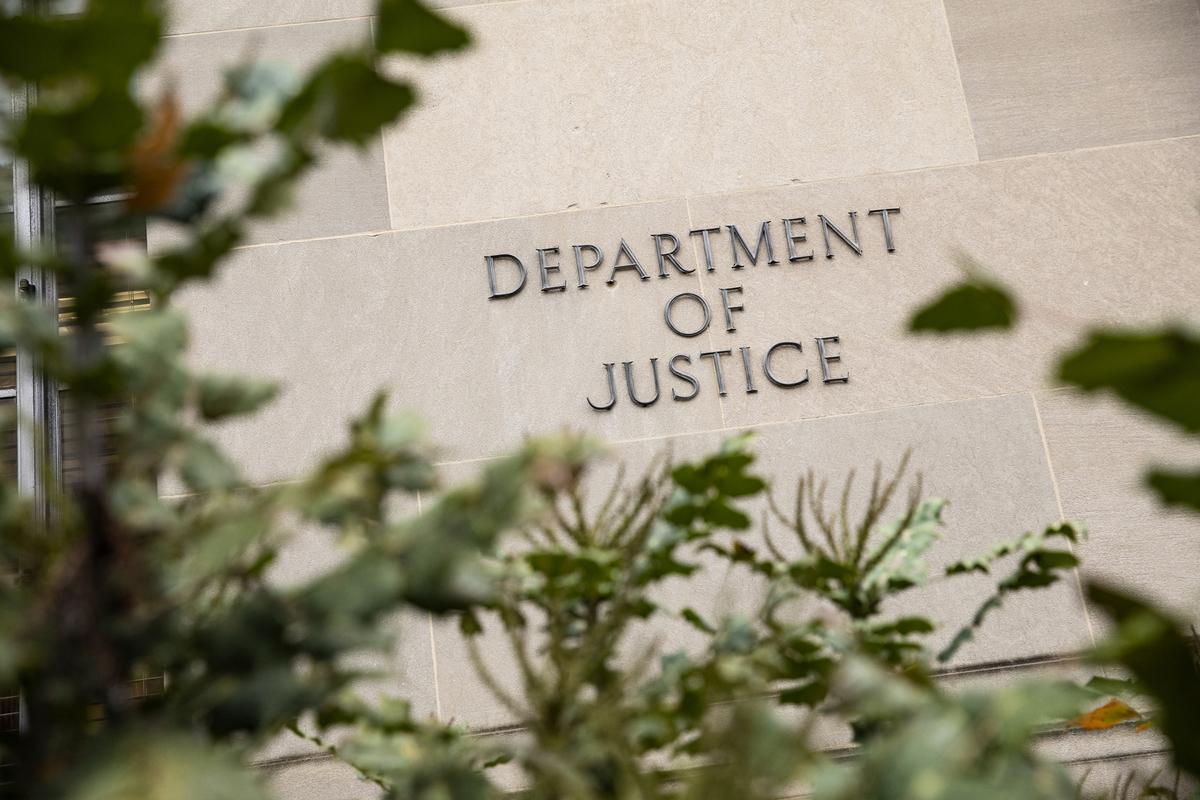 周五(2月19日),美國司法部宣佈,聯邦大陪審團發佈一項取代性起訴書,對史丹福大學中國籍研究人員宋琛(Chen Song,音譯)提出新的起訴。圖為華盛頓特區的司法部大樓。(Samuel Corum/Getty Images)