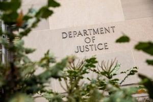 隱瞞中共軍人身分 史丹福研究員被控